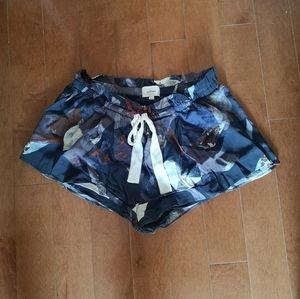 Aritzia flowy shorts
